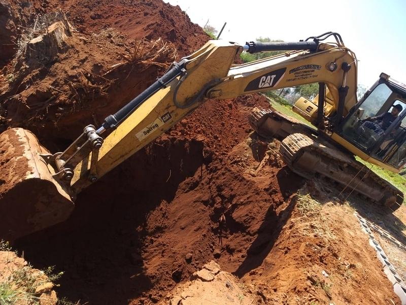 Aluguel de Escavadeira Pequena Valor Sorocaba - Aluguel de Escavadeira de para Terraplanagem